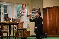 Knecht Jan (Andreas Josefus) macht der verdutzten Magd Taline (Elisabeth Tebben) einen Heiratsantrag. Foto: Reinhard Fanslau